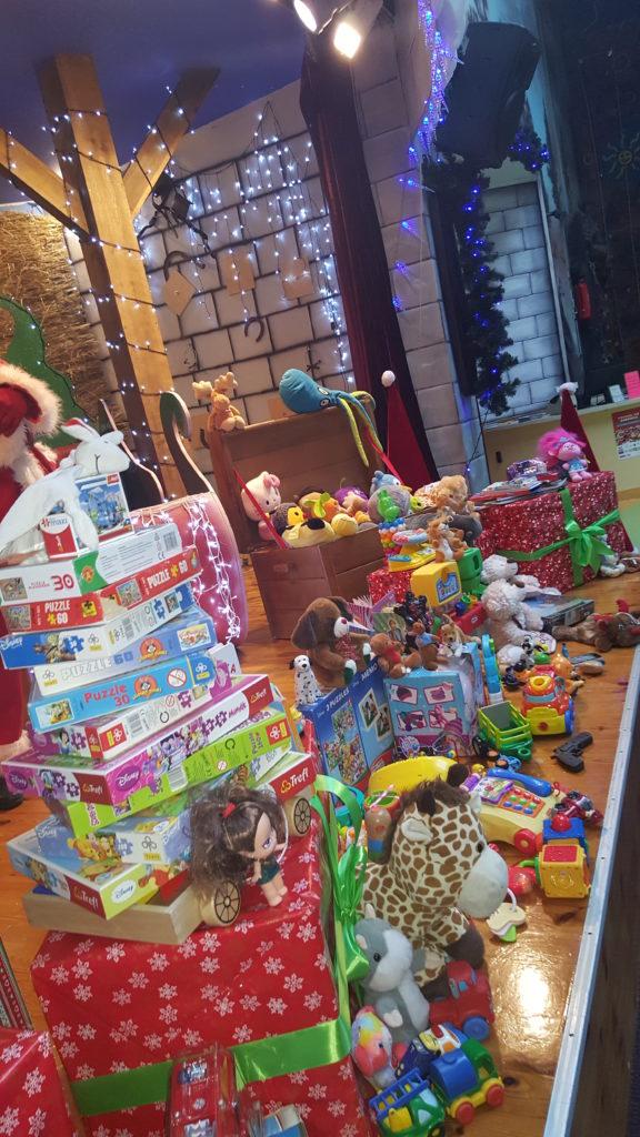 """Zabawki jakie udało się zgromadzić w Family Park w związku z akcją """"Podziel się zabawką"""""""