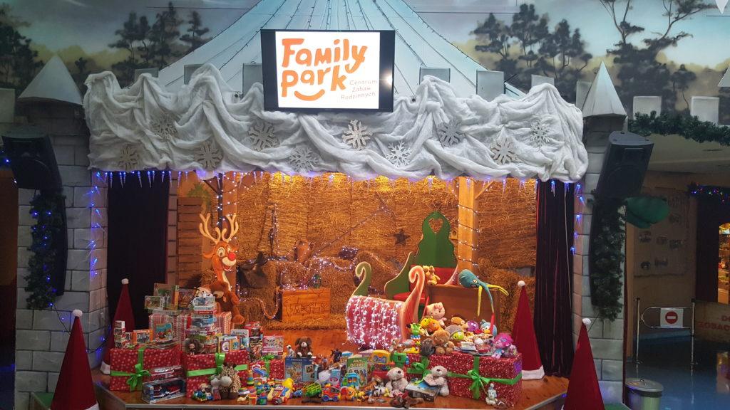 """Mnóstwo zabawek, które udało się zebrać w Family Park podczas akcji """"Podziel się zabawką""""."""